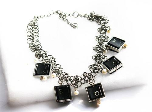 collier touches de clavier