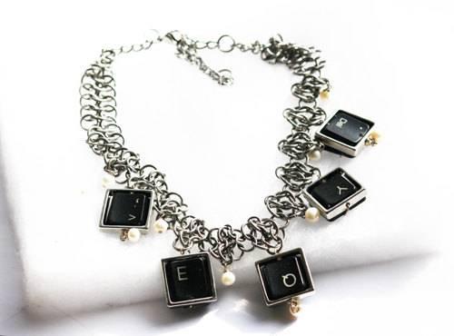 collier touches de clavier
