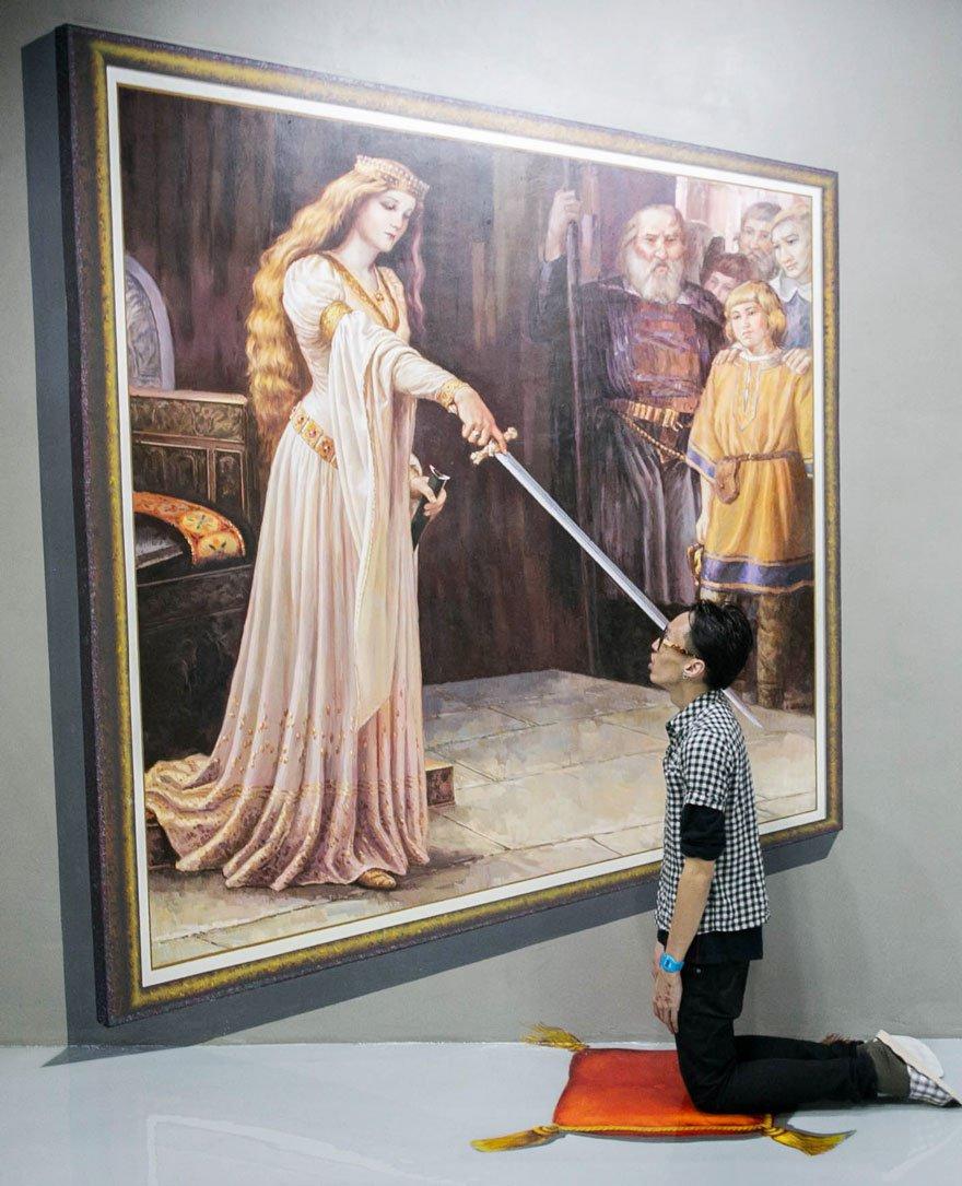 son crâne est transpercé par l'épée de la reine