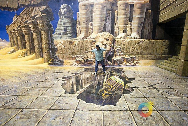 sur le point de tomber dans un trou en Egypte